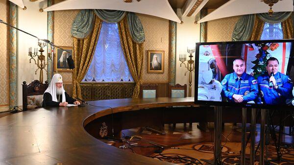 Патриарх Московский и всея Руси Кирилл во время рождественского телемоста из храма Христа Спасителя с космонавтами МКС