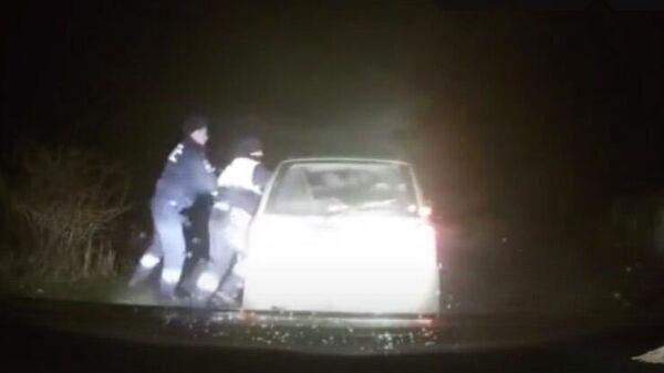 В Судаке сотрудники полиции применили табельное оружие для задержания нетрезвого мужчины, управлявшего автомобилем.