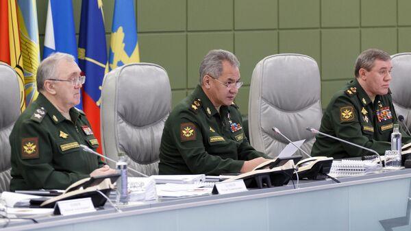 Министр обороны РФ Сергей Шойгу проводит селекторное совещание в Национальном центре управления обороной РФ в Москве