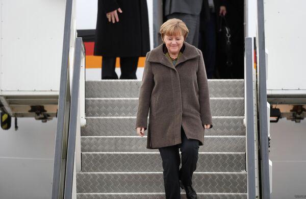 Меркель летит в Москву за помощью. Срочной помощью