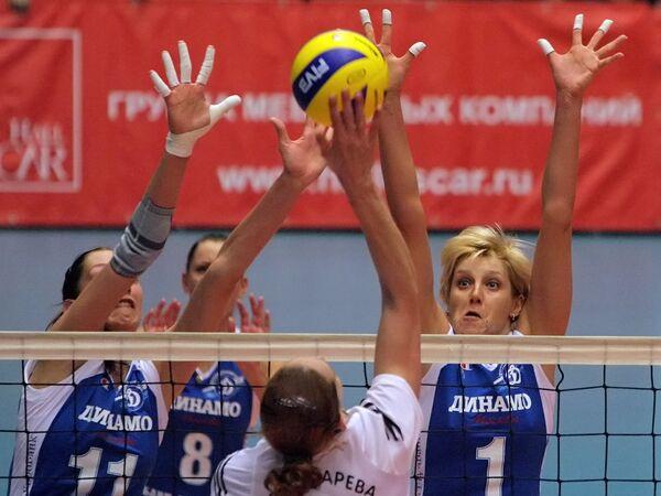 Волейболистки Динамо Екатерина Гамова, Наталия Гончарова и Ольга Николаева (слева направо)