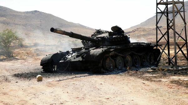 Сгоревший танк Ливийской национальной армией (ЛНА) маршала Халифы Хафтара на юге Триполи