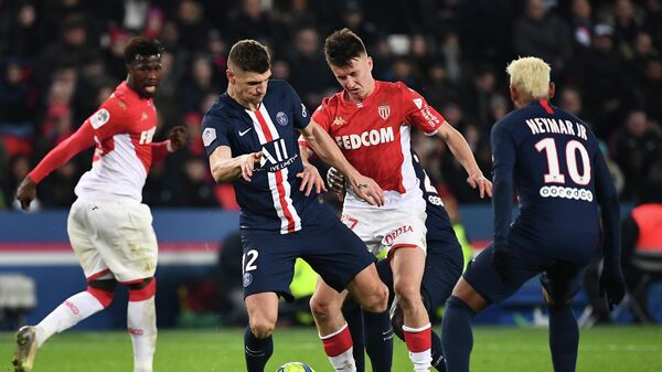 Monaco's Russian midfielder Aleksandr Golovin (C) vies with Paris Saint-Germain's Belgian defender Thomas Meunier (L) and Paris Saint-Germain's Brazilian forward Neymar (R)during the French L1 football match between Paris Saint-Germain and AS Monaco at the Parc des Princes stadium in Paris on January 12, 2020. (Photo by Anne-Christine POUJOULAT / AFP)