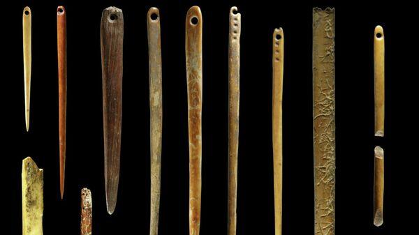 Иглы из моржовых клыков, найденные при раскопках на Янской стоянке на севере Якутии
