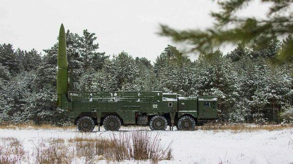 Пусковая установка ОТРК Искандер-М в боевом положении