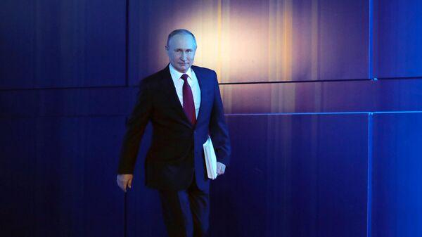 Президент РФ Владимир Путин перед началом ежегодного послания президента РФ Федеральному Собранию
