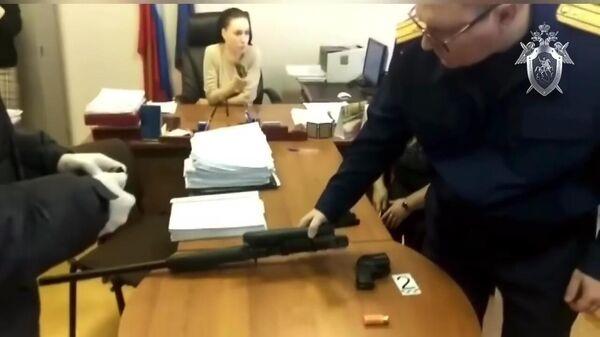 Следственные действия в судебном участке мирового судьи Новокузнецка, где вооруженный мужчина убил судебного пристава и тяжело ранил свидетеля-женщину