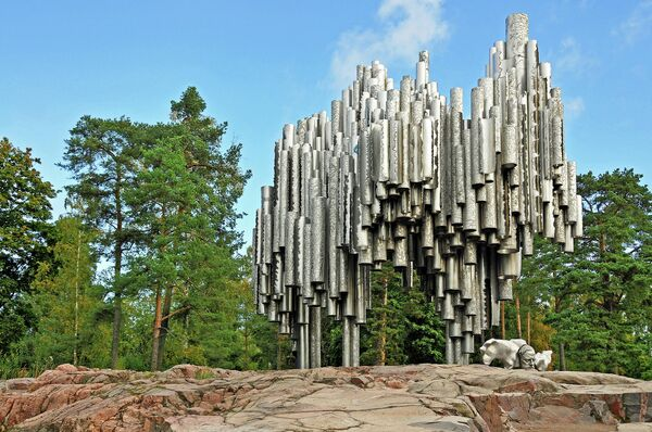 Памятник в парке Хельсинки
