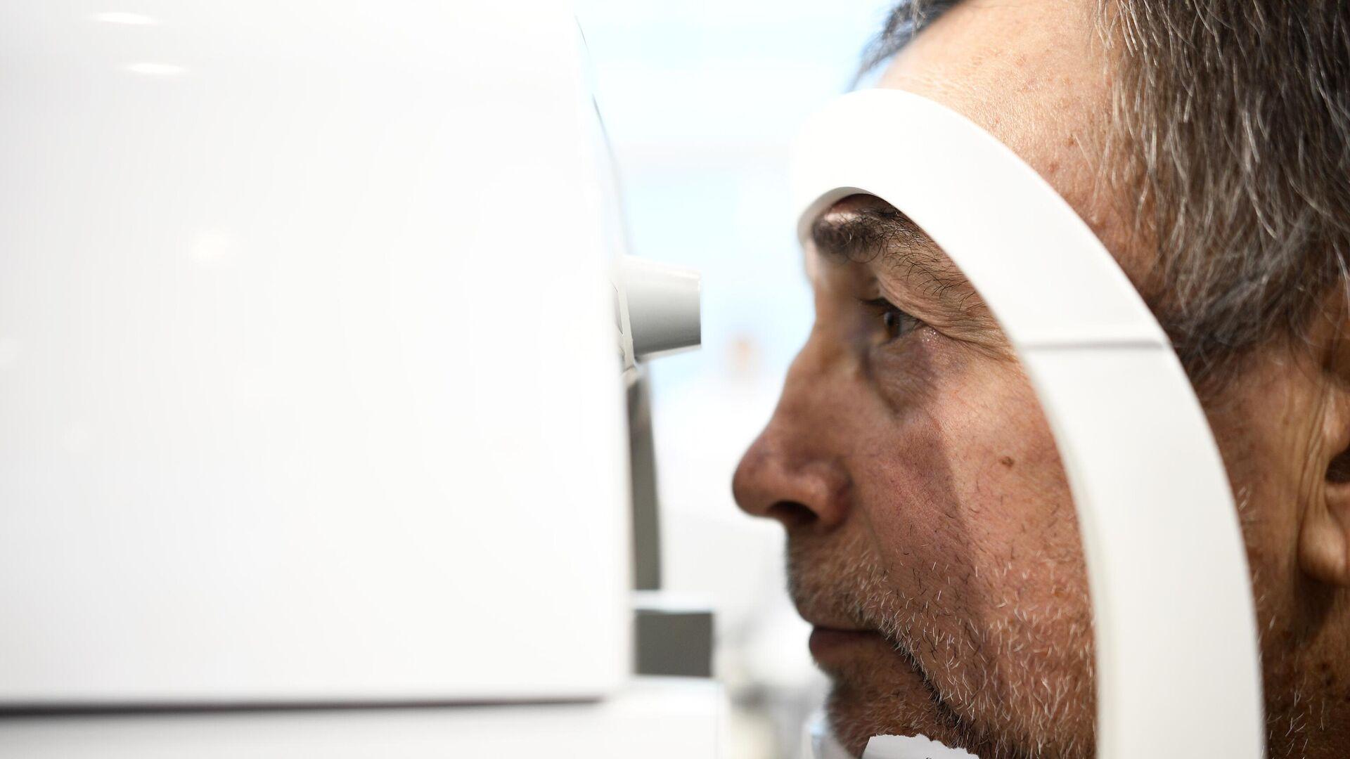 Офтальмолог назвала проблемы со зрением из-за смартфона