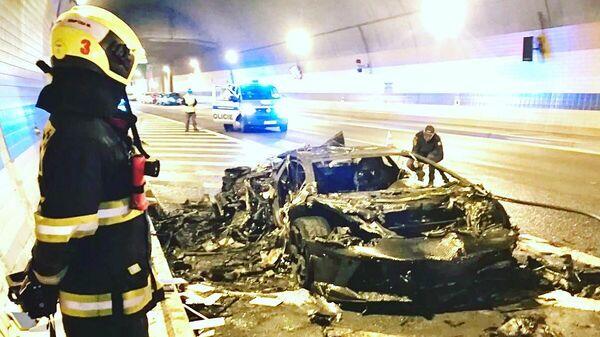Сгоревший автомобиль Lamborghini в тоннеле Праги, Чехия