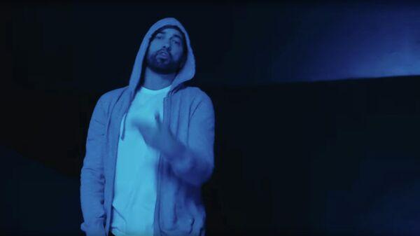 Кадр из видео Darkness американского исполнителя Eminem