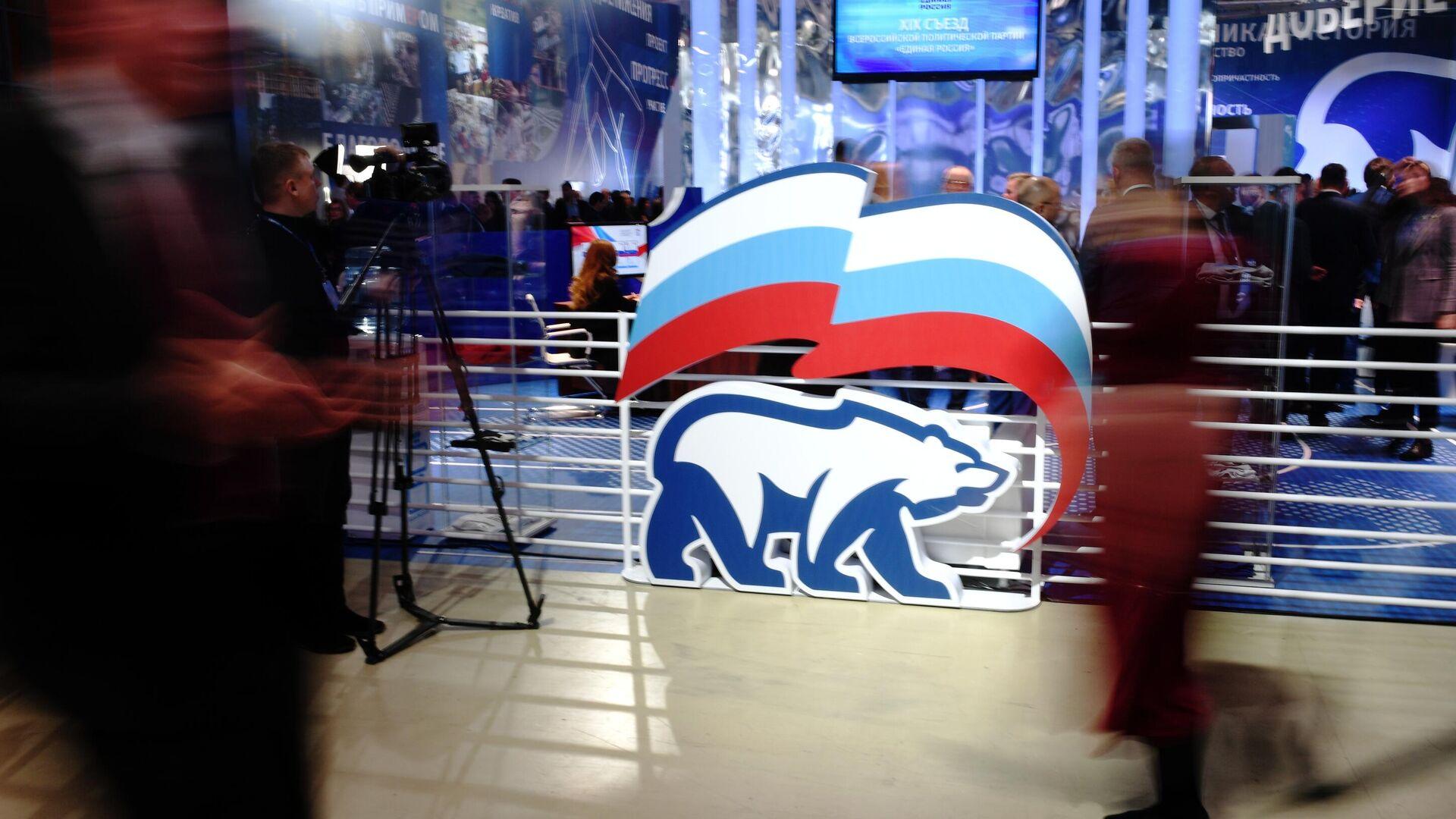 """В ЕР объяснили появление на сайте партии фото членов КПРФ и """"Яблока"""""""