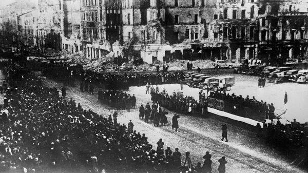 Военный парад в освобожденной от фашистской оккупации Варшаве