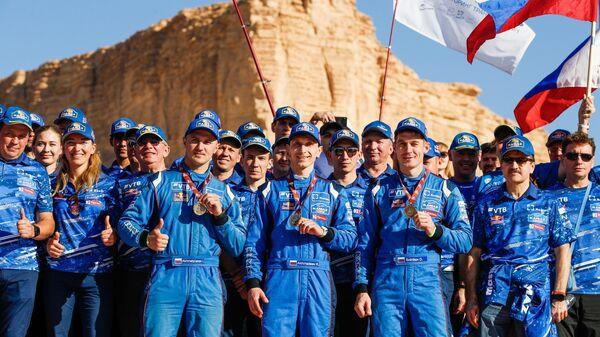 Дмитрий Сотников, Руслан Ахмадеев и Ильгиз Ахметзянов (в центре на первом плане)