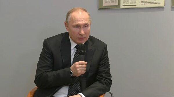 Владимир Путин: Мы заткнем рот тем, кто пытается переиначить историю