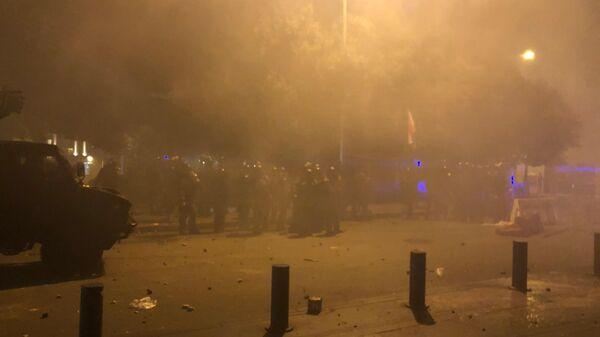 Полиция во время акции протеста в Бейруте