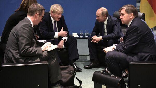 Президент РФ Владимир Путин и премьер-министр Борис Джонсон во время встречи на полях Международной конференции по Ливии в Берлине