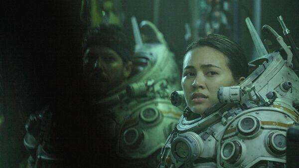 Кадр из фильма Под водой