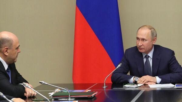 Президент РФ Владимир Путин и председатель правительства РФ Михаил Мишустин