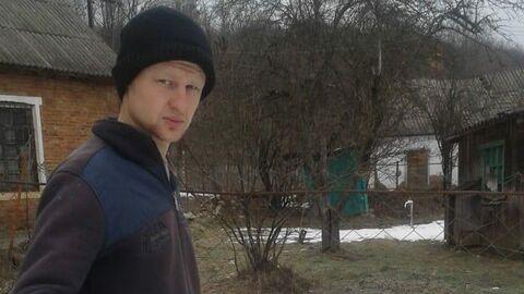 Василий у двора директора школы