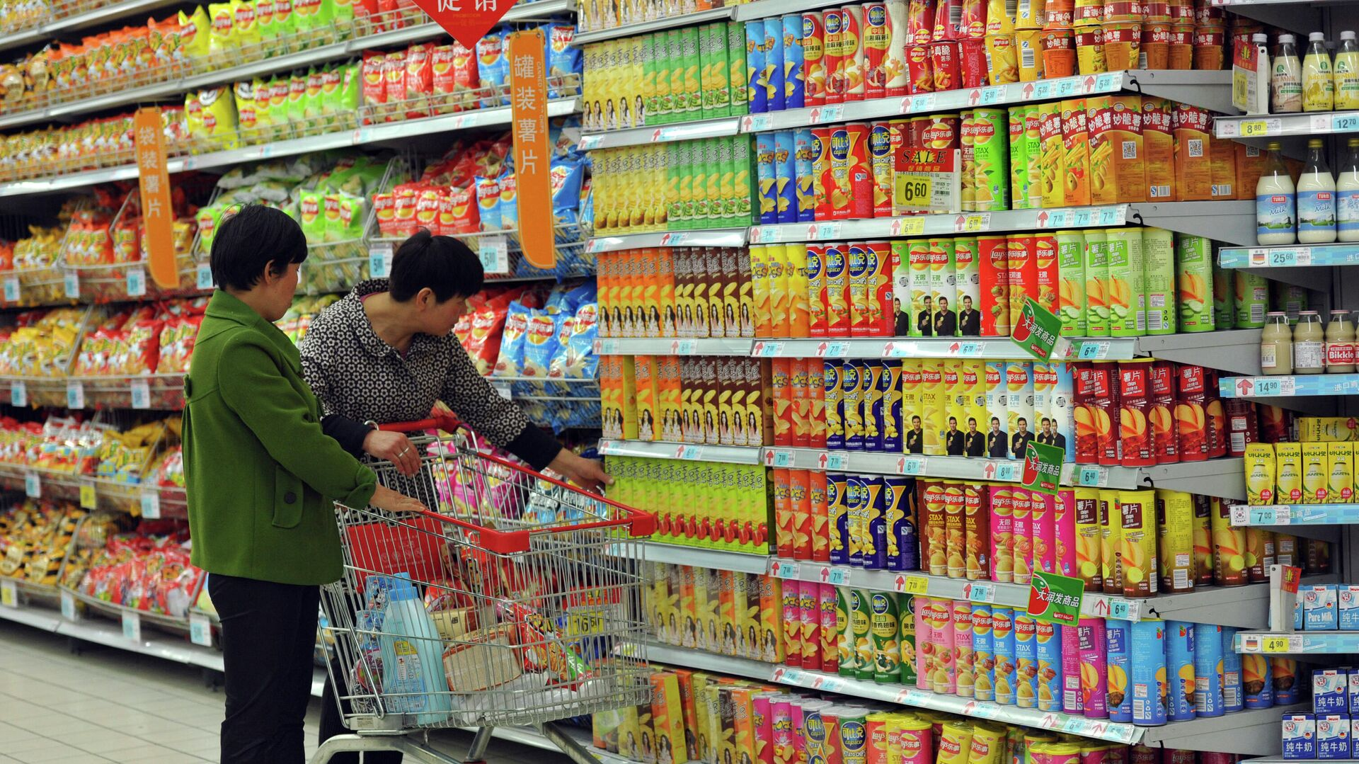 Покупатели в супермаркете в городе Фуян, Китай - РИА Новости, 1920, 23.01.2020