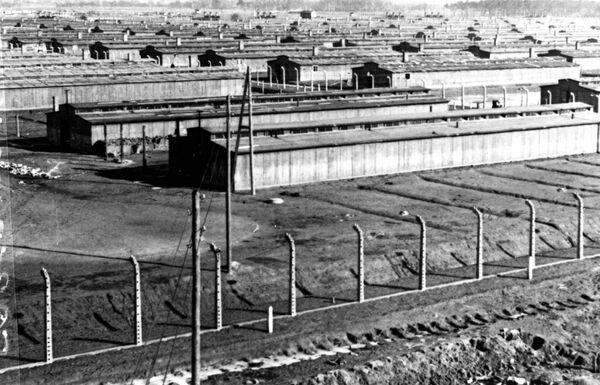 Бараки концлагеря Освенцим. Январь 1945 года