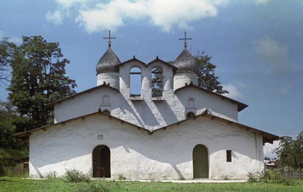 Церковь Покрова и Рождества Пресвятой Богородицы от Пролома в городе Псков