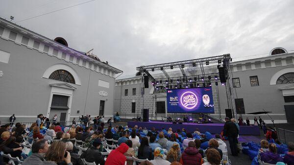Посетители в Музее Москвы во время всероссийской акции Ночь кино