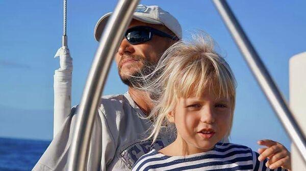 Капитан и юнга. На яхте Лада с двух с половиной лет