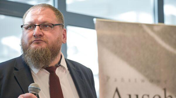 Директор Государственного музея Аушвиц-Биркенау Петр Цивиньски на встрече бывших узников Освенцима с журналистами