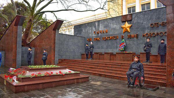 Инвалид-колясочник впервые принимает участие в акции Вахта памяти. Новороссийск