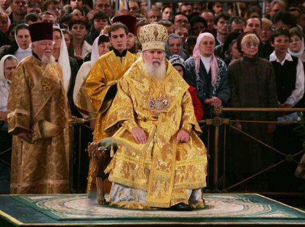 Патриарх Московский и Всея Руси Алексий II во время Рождественского богослужения в Храме Христа Спасителя