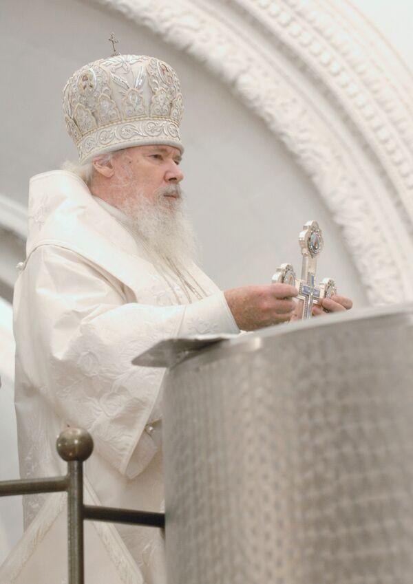 Патриарх Московский и всея Руси Алексий II совершает Божественную литургию и Великое освящение воды