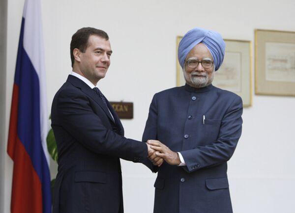 Медведев и премьер Индии провели переговоры в подмосковной резиденции