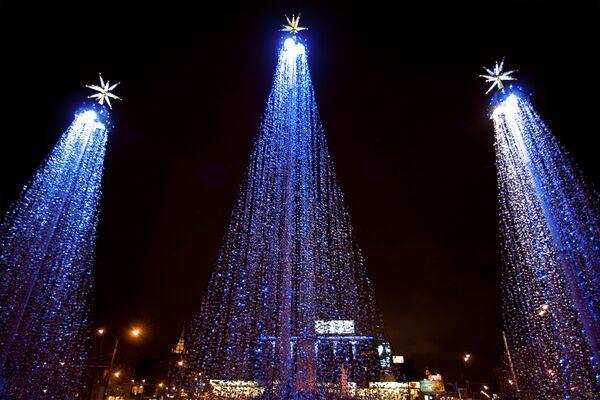 Новогодние елки на площади Дорогомиловской заставы