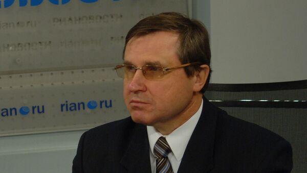 Олег Смолин, архивное фото