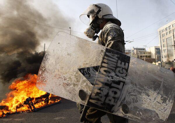 Поджоги банков, учреждений и офисов политиков, а также взрывы самодельных устройств участились в Греции после декабря 2008 года
