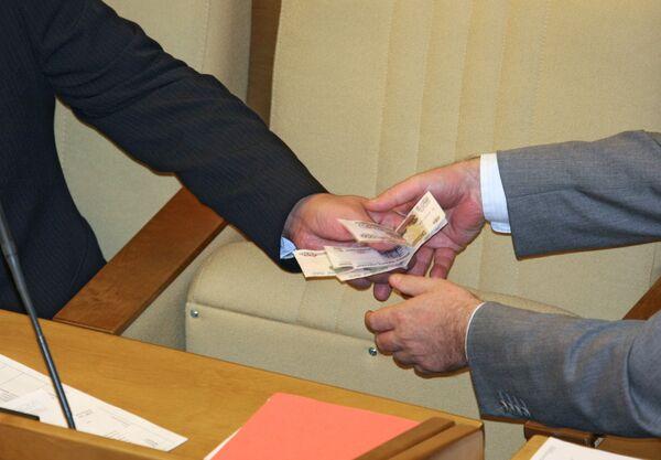 Россияне уверены, что коррупция непобедима - опрос