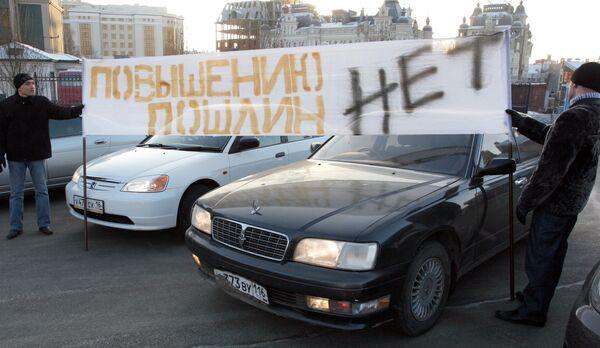 Акция протеста автомобилистов против повышения пошлин на иномарки прошла в Казани. Архив
