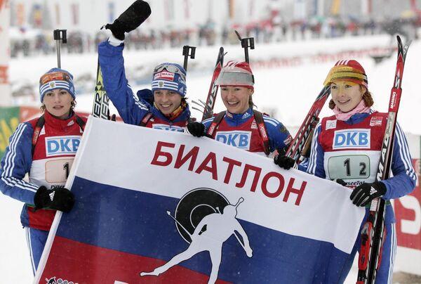 Альбина Ахатова, Светлана Слепцова, Екатерина Юрьева и Анна Булыгина (слева направо)