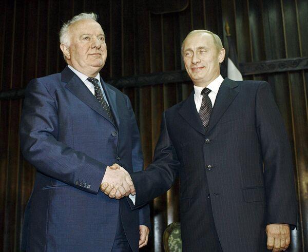 Эдуард Шеварднадзе на саммите СНГ в Кишиневе. Архив