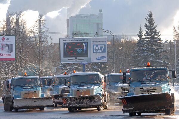 Уборка снега в Москве. Архив