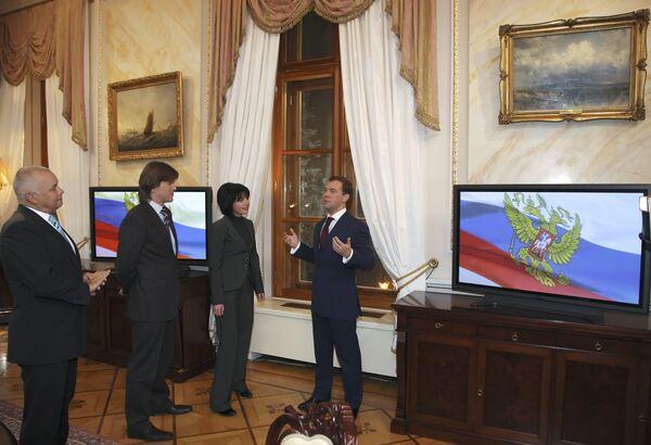 Президент России Дмитрий Медведев дал интервью по итогам 2008 года российским телеканалам Первый, Россия и НТВ