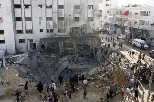 Разрушенное после авиаударов израильских ВВС здание одного из полицейских штабов движения ХАМАС