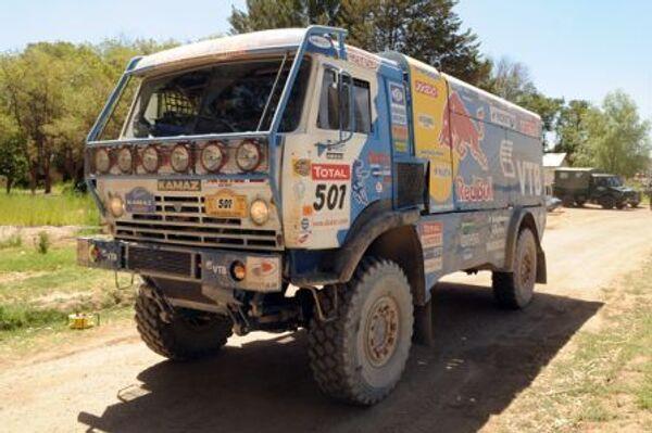 Экипаж Фирдауса Кабирова во время прохождения 6-го этапа ралли Дакар-2009