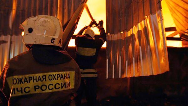 Пожар в военно-морском училище Петербурга усиливается - МЧС