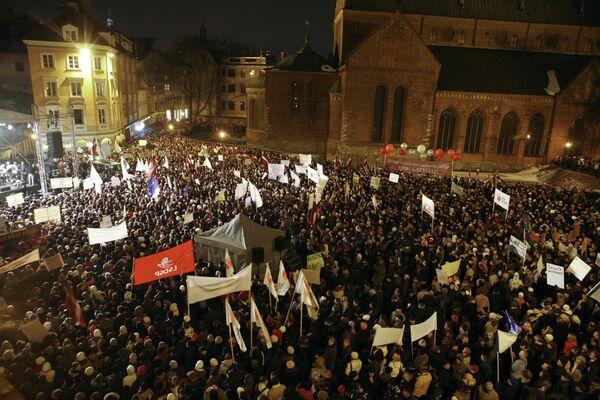 Массовая акция протеста оппозиции против кризиса в Риге