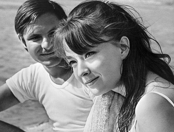 Анастасия Вертинская и Родион Нахапетов в фильме Влюбленные. 1969