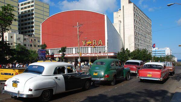 На 23-ей улице в Гаване - одной из основных магистралей кубинской столицы