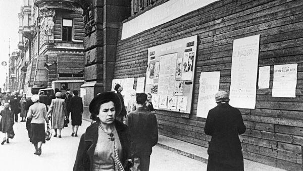 На Невском проспекте в Ленинграде в дни блокады